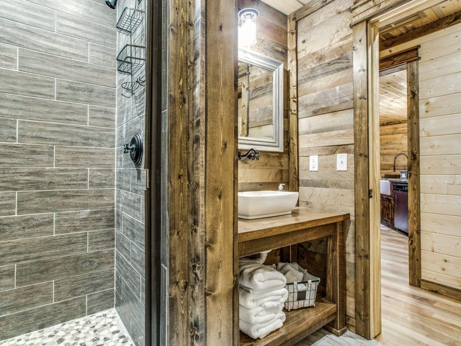 Lowrider 940x705-Bath_B_1