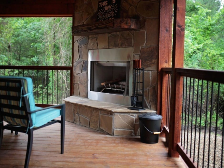 BB_deckfireplace1_940