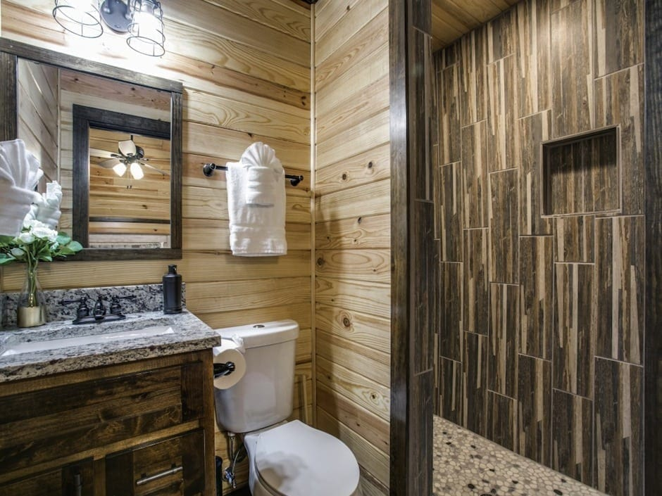 A-little-knotty-loft bathroom