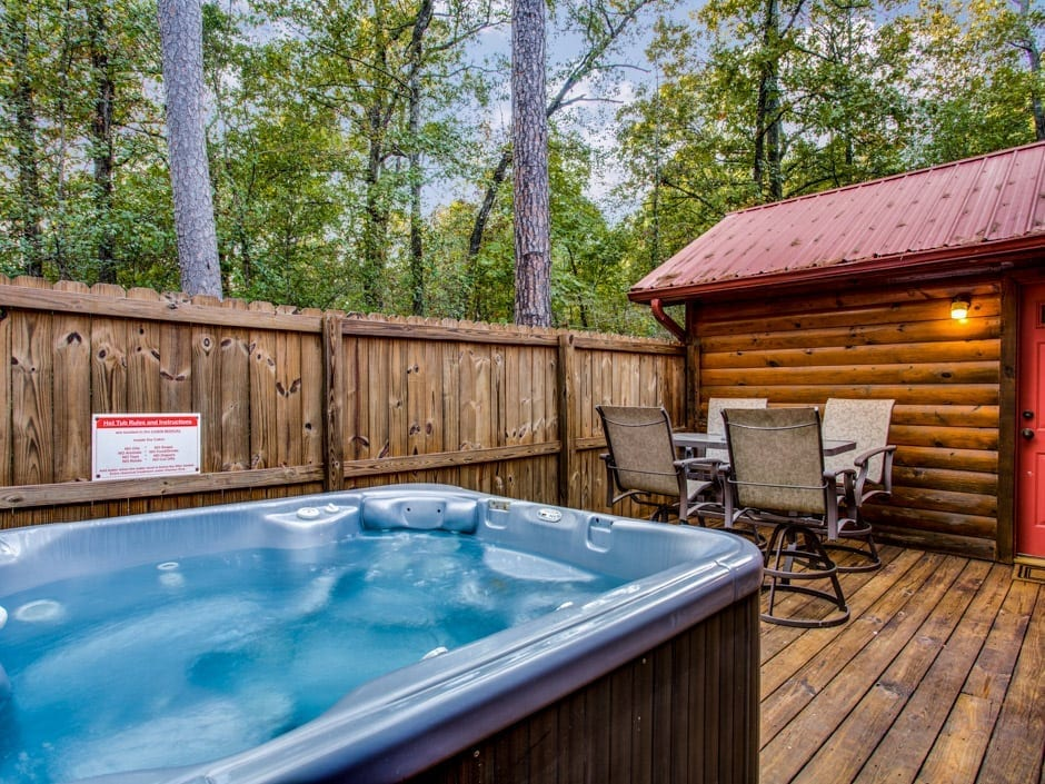 Lone Star 940x705-hottub1