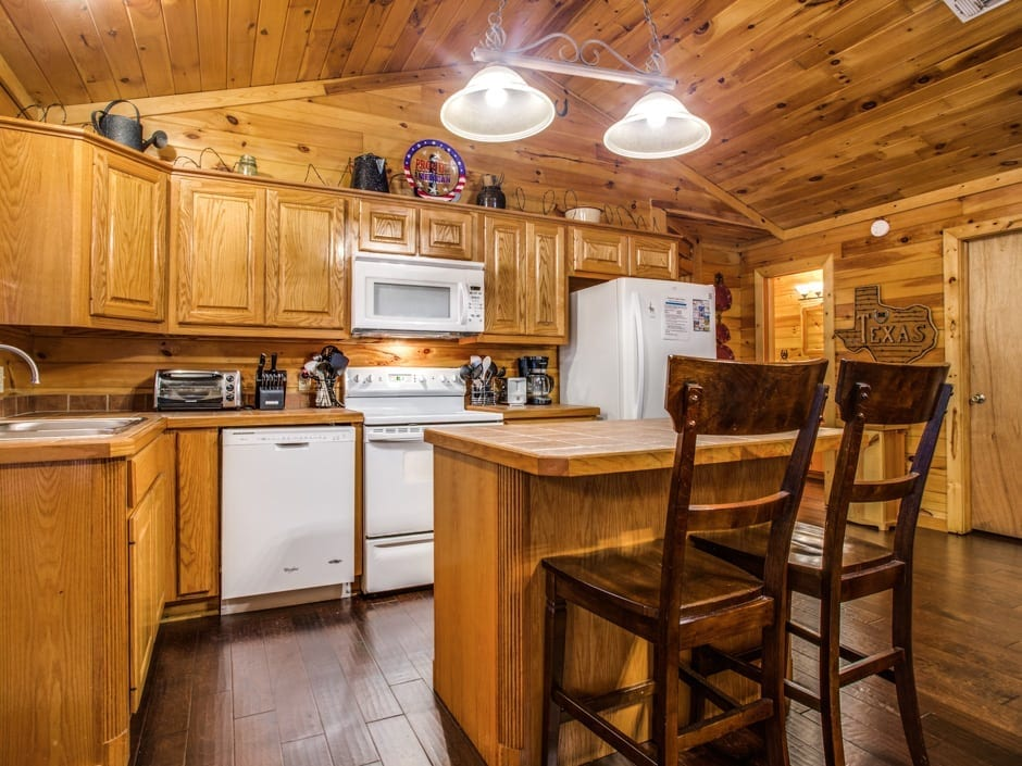 Lone Star 940x705-kitchen1