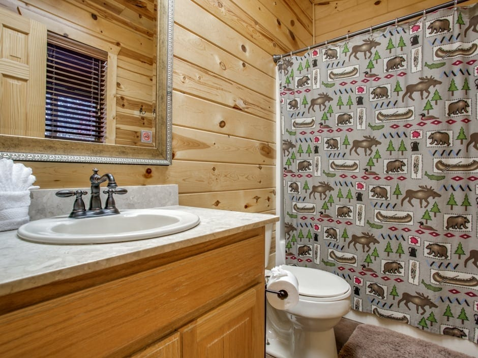 Whispering_Pines_bathroom-0011