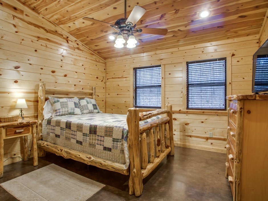 Whispering_Pines_bedroomR-0012