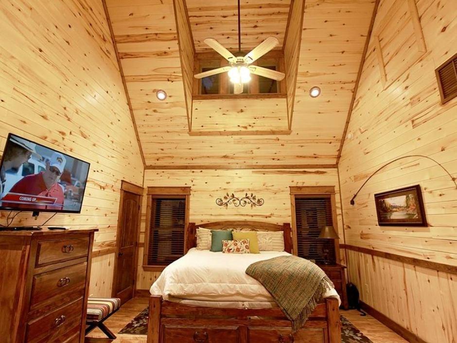 meadowbrook_bedroom2_940