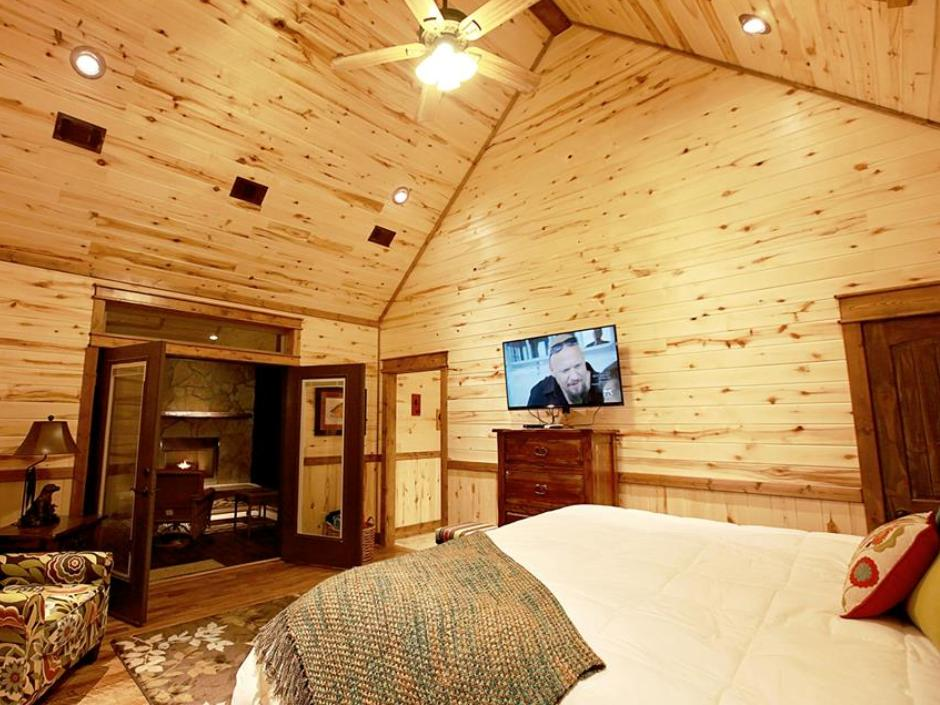 meadowbrook_bedroom_940