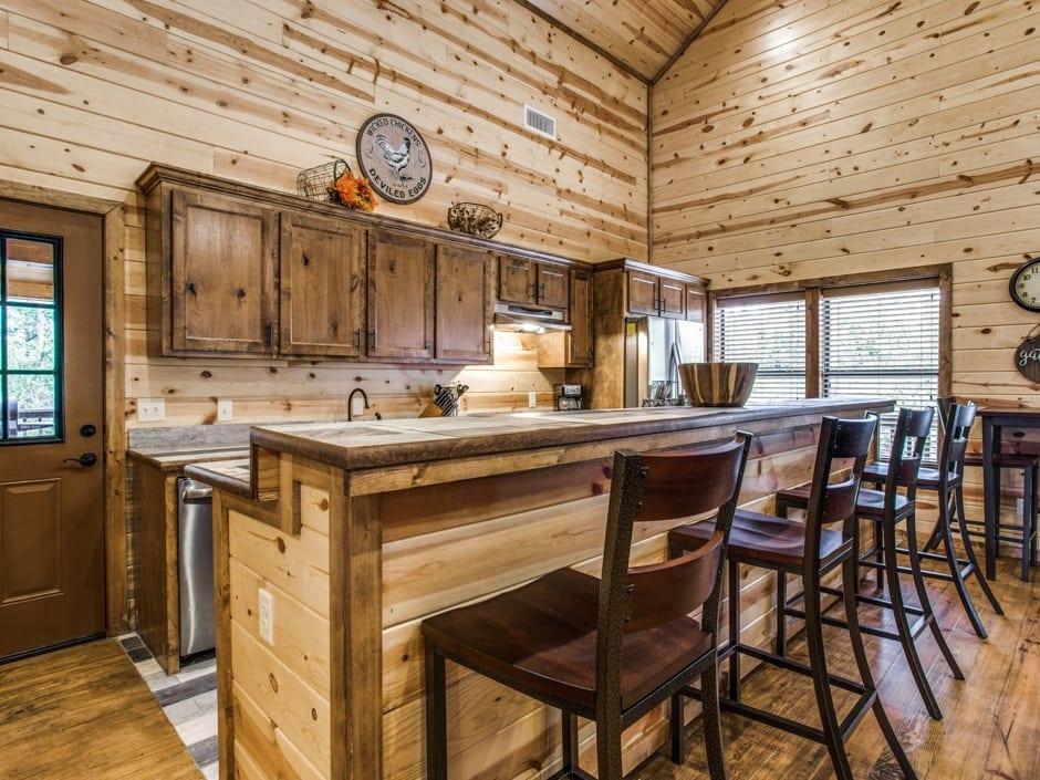 Heart of Texas 940x705-kitchenbar1
